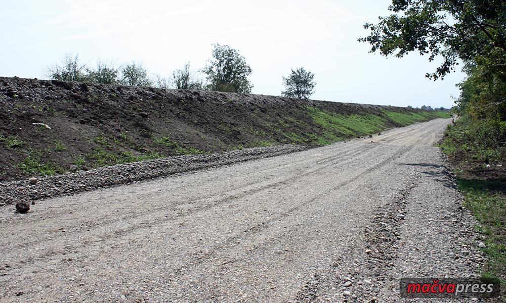 Nasip Naslovna - Богатић: Завршена изградња првих седам километара одбрамбеног насипа на Дрини (ФОТО ГАЛЕРИЈА)