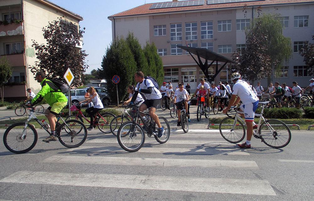 Biciklijada 1000x642 - ПЕТА БИЦИКЛИЈАДА КРОЗ МАЧВУ - ДО ЗДРАВЉА НА ДВА ТОЧКА (ФОТО)